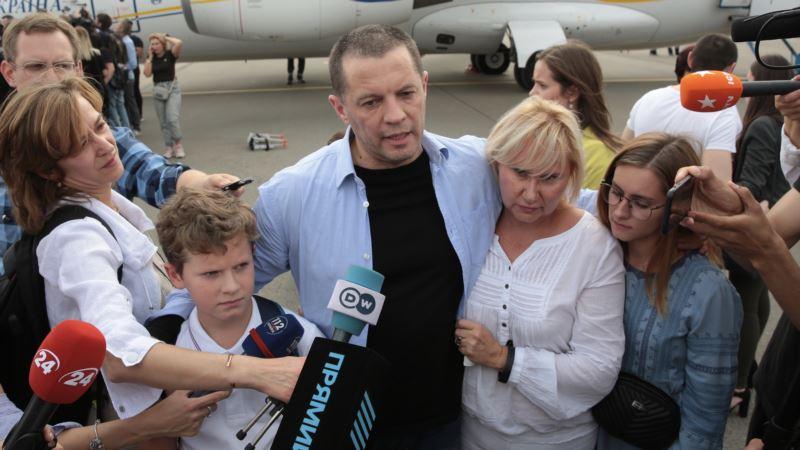 Большой обмен: Сущенко рассказал, что будет продолжать свою журналистскую деятельность