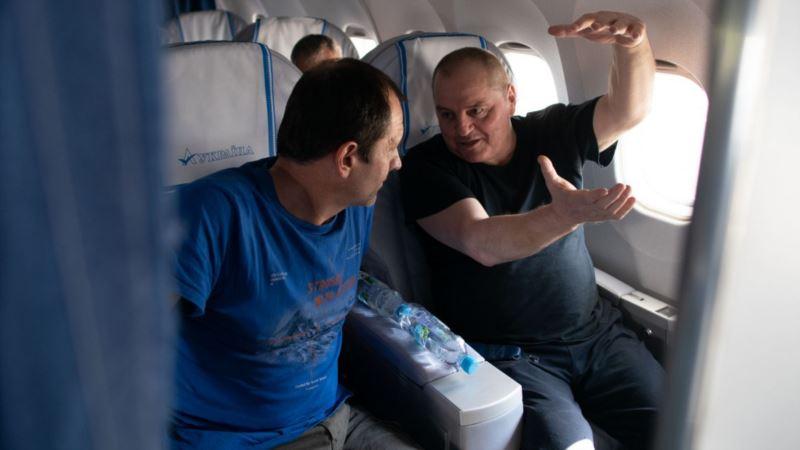 «Бусик отвез на конспиративную квартиру». Эдем Бекиров рассказал, как его вывозили из Крыма в Москву на обмен