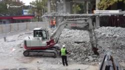 В Симферополе уже почти месяц сносят торговый центр «Куб» (+фото, видео)