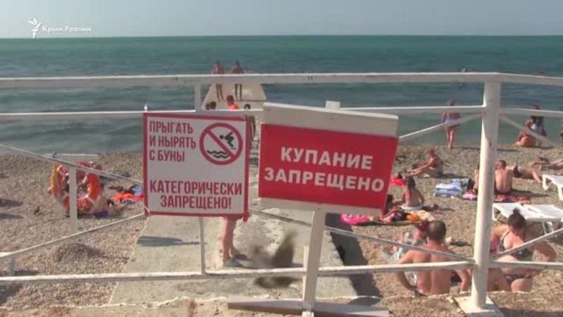 Чистое море, скользкие камни: пляж парка Победы в Севастополе (видео)