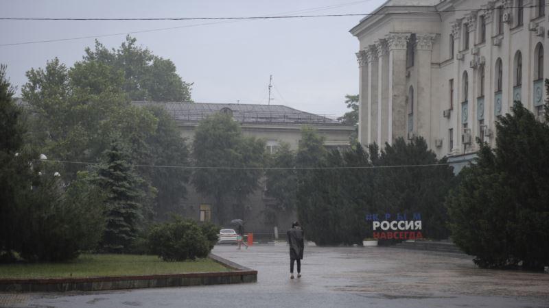 В ближайшие часы на Крым обрушатся ливни с градом – МЧС