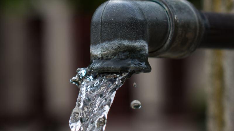 В Старом городе Симферополя почти сутки нет воды из-за аварии