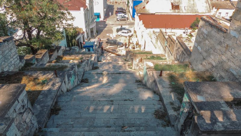 В Керчи демонтировали ступени и стены Большой Митридатской лестницы – власти