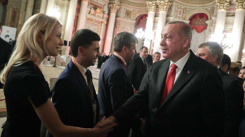 В МИД Украины объяснили, почему Эрдоган пожал руку Поклонской