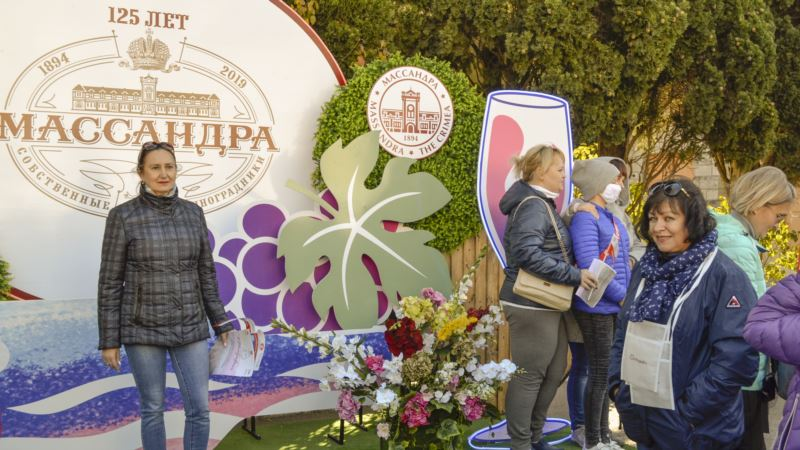 Вино, морепродукты и Uma2rman: «Ноябрьфест» на «Массандре» (фотогалерея)