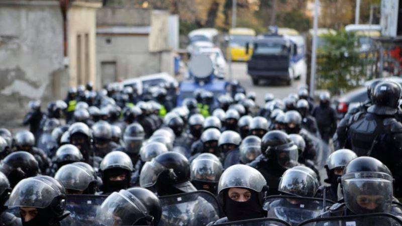 Протесты в Тбилиси: полиция начала разгонять активистов водометами и слезоточивым газом