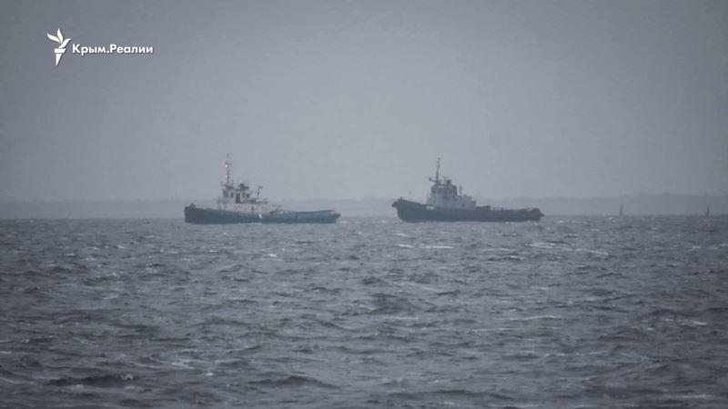 «Шаг за шагом мы идем к миру»: Зеленский ночью встретил вернувшиеся из Крыма военные корабли