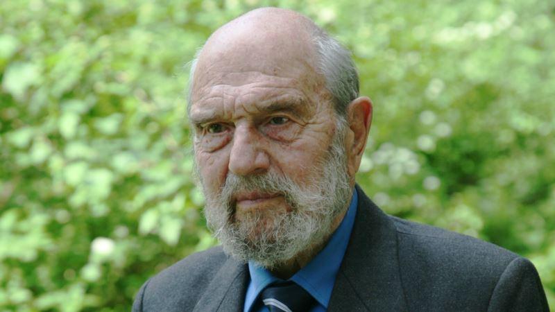Советскому шпиону Джорджу Блейку на 97-летие подарили крымское вино