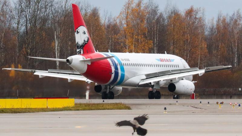 Россия: в Тюмени двигатель самолета «Суперджет» отказал из-за попадания птицы