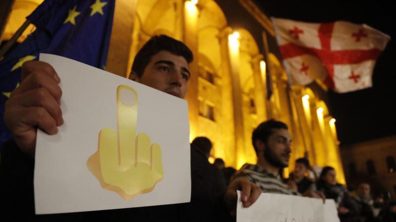 Правящая партия Грузии обещает референдум по выборам