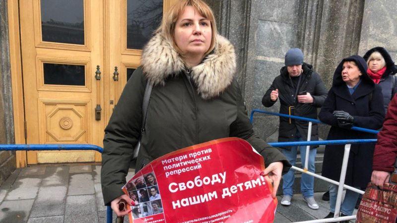 У здания ФСБ в Москве проходят пикеты с требованием освободить задержанных по делу «Нового величия»