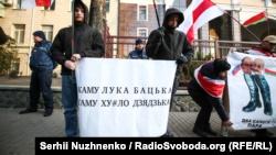 «Belarus is not Russia»: в Киеве митинговали под посольством Беларуси (+фото)