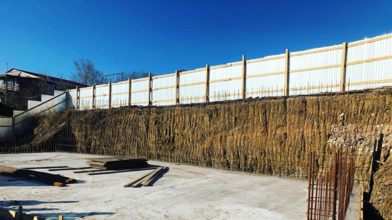 Власти Крыма приостановили строительство дайвинг-центра под Феодосией