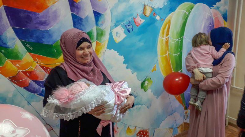 У крымского политзаключенного Раима Айвазова родилась дочь (+фото, видео)