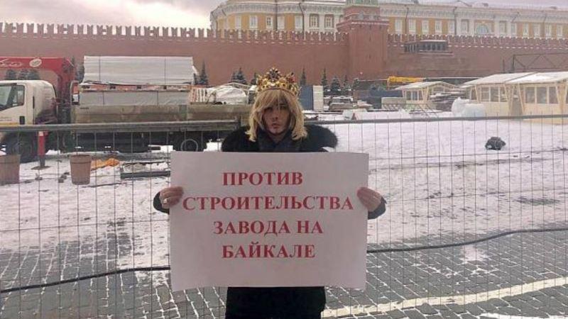 Российский стилист Зверев обратился в ЕСПЧ после штрафа за пикет в защиту Байкала