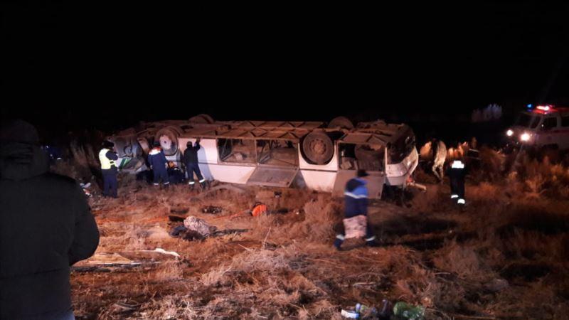 Казахстан: из-за гололеда опрокинулся автобус, погибли восемь человек
