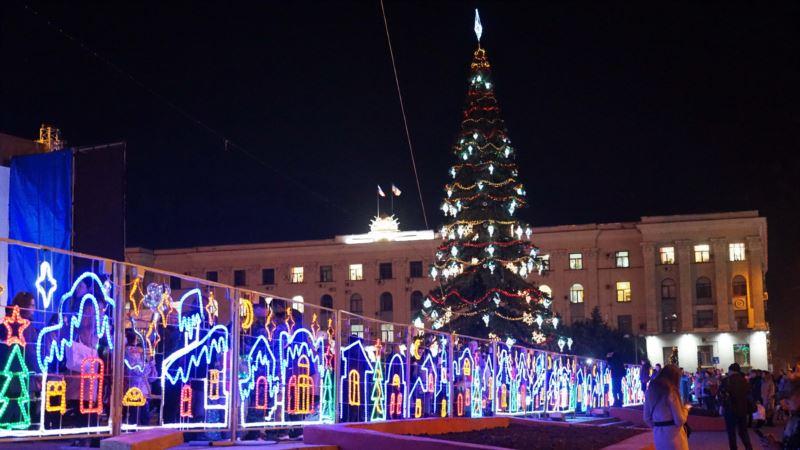 Праздничные елки в Крыму (фотогалерея)