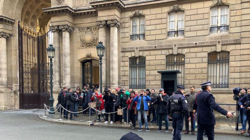 «Остановите войну Путина»: в Париже на фоне проведения «нормандской встречи» прошли акции протеста