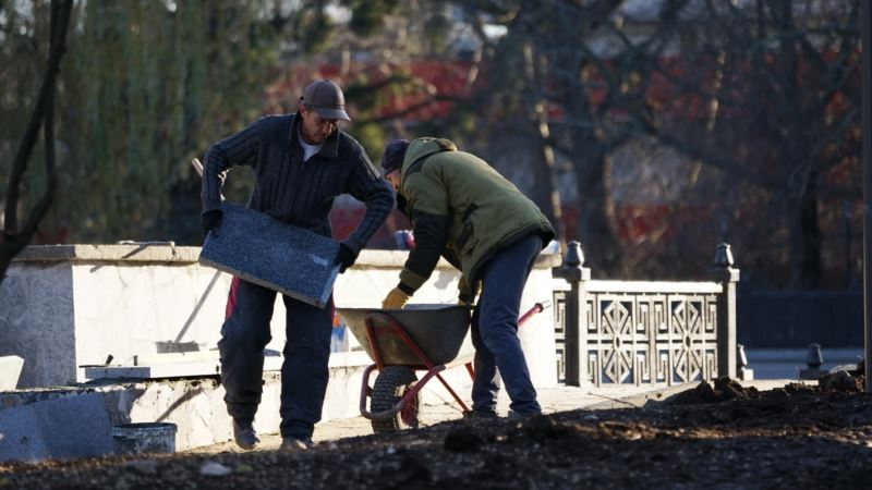 Ремонт затянулся: в Симферополе не знают, когда откроют улицу Гагарина