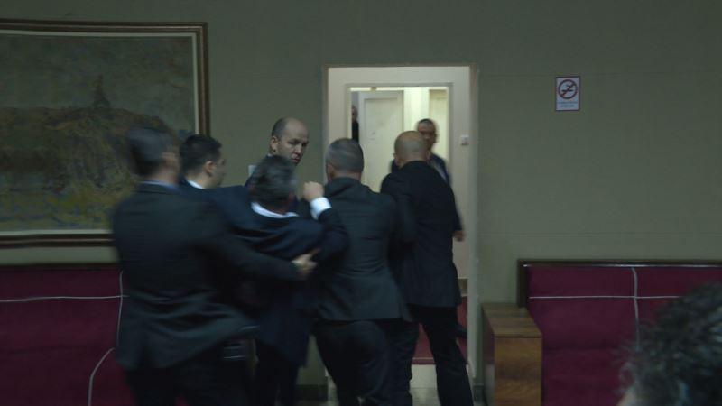 В Черногории задержали 14 оппозиционных депутатов