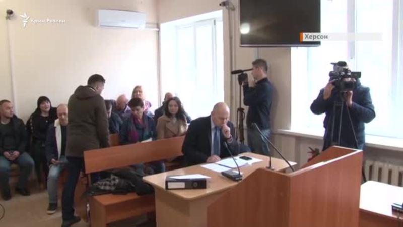 «Позор судье!» Как «единороса» Кучерявого отправляли под домашний арест в Херсоне (видео)