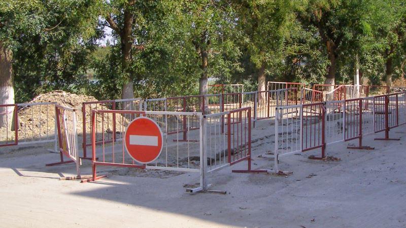 Грузовики разрушили часть дороги под Алуштой – власти