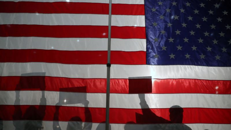 США: демократы готовятся к дебатам накануне праймериз в Нью-Гэмпшире