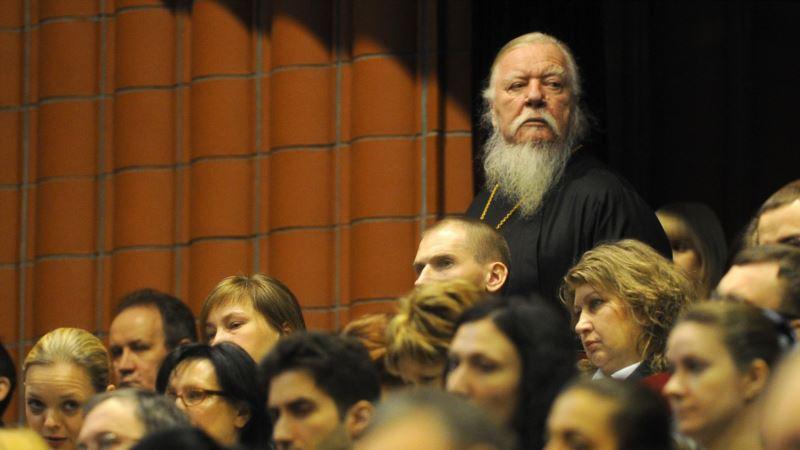 Протоиерей РПЦ Смирнов назвал незамужних женщин «проститутками»