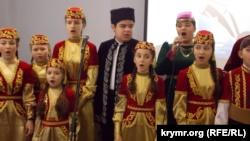 Собрание открыл детский хор, который спел национальный гимн