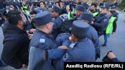 Задержания перед зданием ЦИК