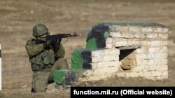 Российские военные разведчики в Крыму отрабатывают наступление и оборону – министерство (+фото)