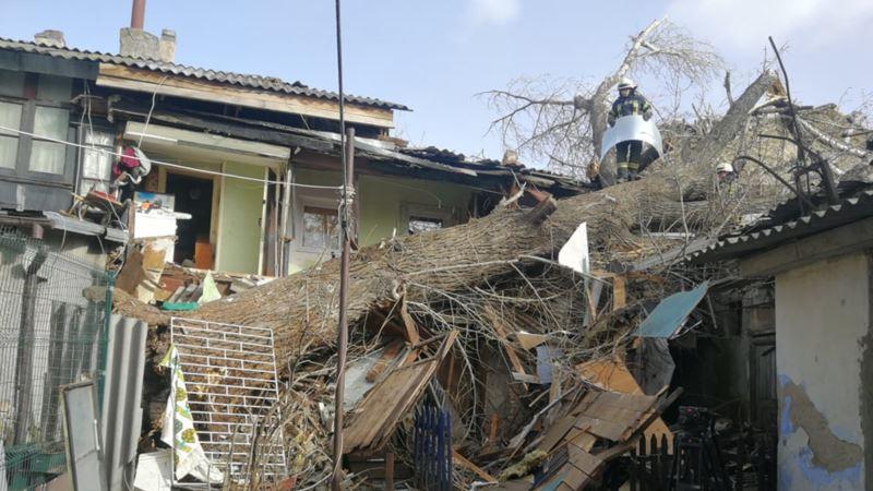 В Одессе из-за урагана погиб человек, еще один пострадал