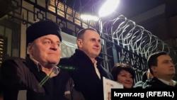 Украинский режиссер из Крыма Олег Сенцов и крымскотатарский активист Эдем Бекиров