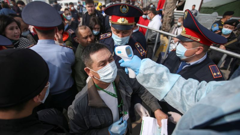 Казахстан: дома закрывают на карантин, в столице лимитируют отпуск продуктов