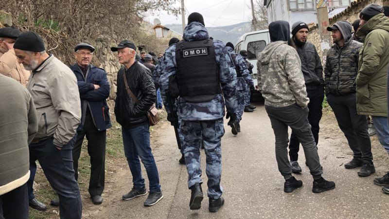 В Крыму – массовые обыски. Кого задержали? (фотогалерея)
