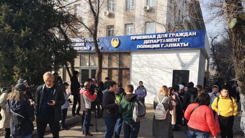 Казахстан: в Алматы и Нур-Султане начали освобождать задержанных