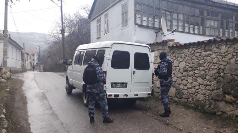 Российские силовики в Крыму провели обыск в доме журналиста телеканала ATR (+видео)