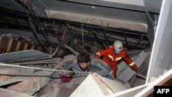 Не менее четырех человек погибли в Китае из-за обвала отеля, который использовали для карантина (+фото)