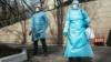 Российские казаки из-за коронавируса запретили целовать иконы и руки священников