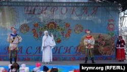 Со сцены выступали детские танцевальные и песенные коллективы, а также аниматоры.
