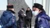 Российские власти утверждают, что в Крым из-за границы прибыло 43 человека
