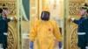 Россия: губернатор пришел в больницу в защитном костюме, тогда как врачи были в обычных халатах
