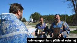 В Белогорске провели автомобильный крестный ход против коронавируса (+фото)
