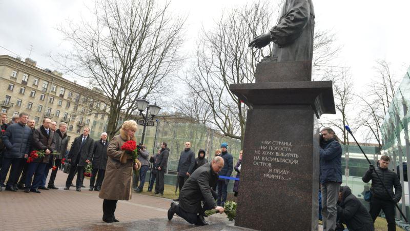 Прохожие, с которыми Путин общался в Петербурге, оказались массовкой – BBC