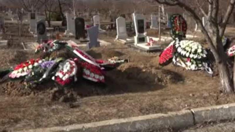 В Симферополе запретили ходить на кладбища