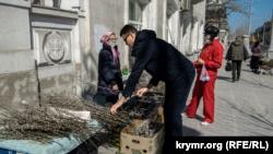Вербное воскресенье в Севастополе: люди пошли в храмы, несмотря на запреты властей (+фото)