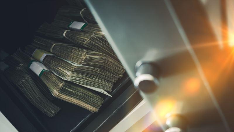 Полковник ФСБ получал ежемесячно по 100 тысяч евро за покровительство банку – СМИ
