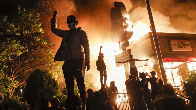 В США протесты из-за смерти Джорджа Флойда переросли в беспорядки