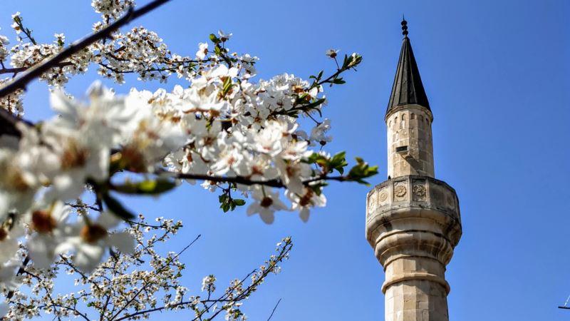 Коронавирус: в Крыму мусульман призывают отмечать Ораза-байрам дома