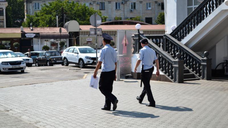 Российских экс-полицейских в Крыму обвинили в «крышевании» борделей